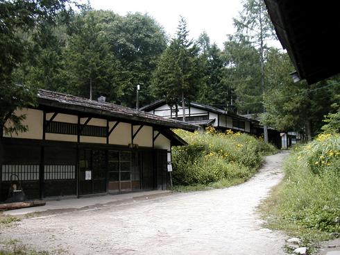 左側に「藤屋」その向こうに「∧大蔵屋」「おおくらや」が見える。